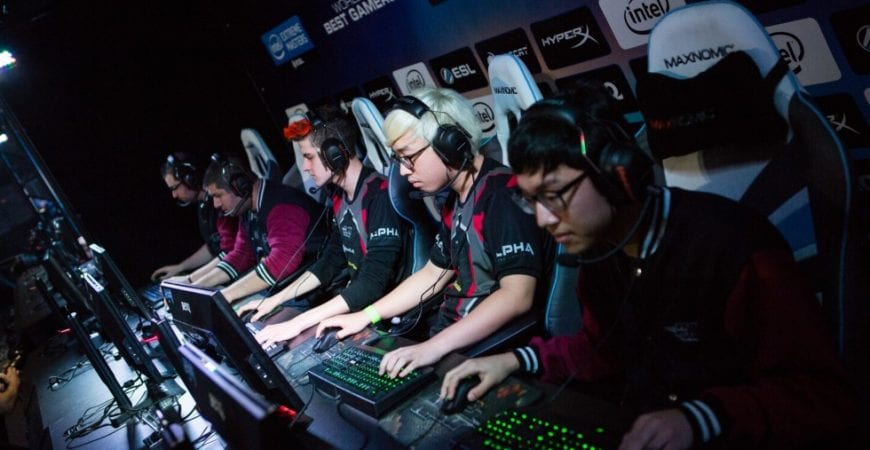 How To Become A Pro Gamer – 8 Tips From The Pros